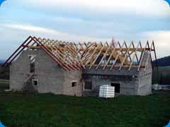 Sedlový krov střechy novostavby - rodinný dům Chlumská (Švihov)