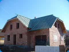Polovalbový krov střechy novostavby rodinného domu Janovice nad Úhlavou
