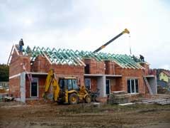 Sedlový krov střechy novostavby rodinného domu Losiná u Plzně