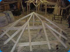 Altán - ukázka dřívější ruční výroby, šestihranný půdorys krovu střechy
